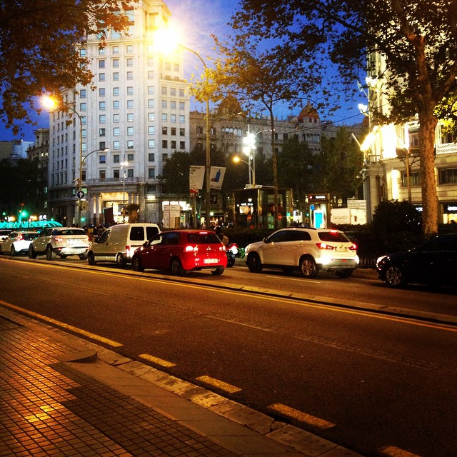Felt ❤️with Barcelona!! Their is so much life in this city!! #travel #traveler #barcelona #citylights #urban #lifemoments #lifeinphotos #instagram #iphone #inspiration #ilovetravel