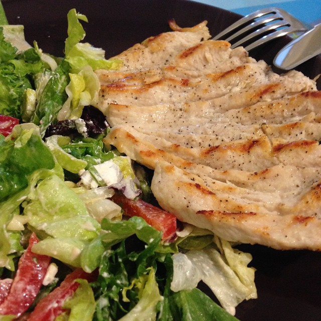 When at work: simple lunch :) #cooking #imadethis #ilovecooking #photooftheday #worklunch #salad #chicken #health #healthymeal #healthylunch
