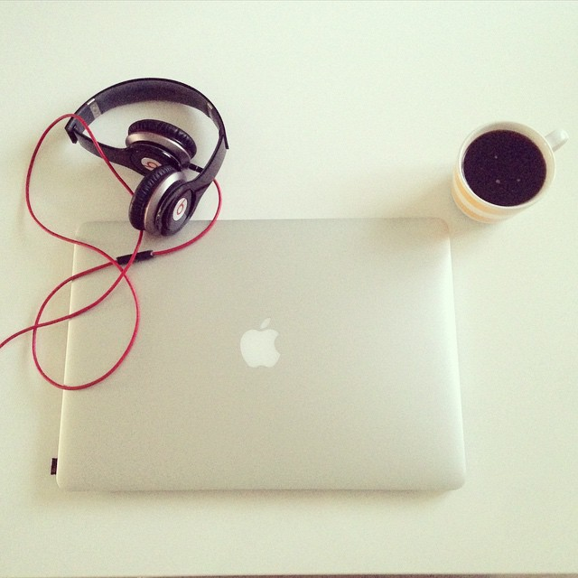 Coffee time! #coffee #coffeeaddict #ilovecoffee #morning #beautifuldays #lifemoments #lifeinpictures #iphoneonly #instagram #apple #beats #beatsbydre